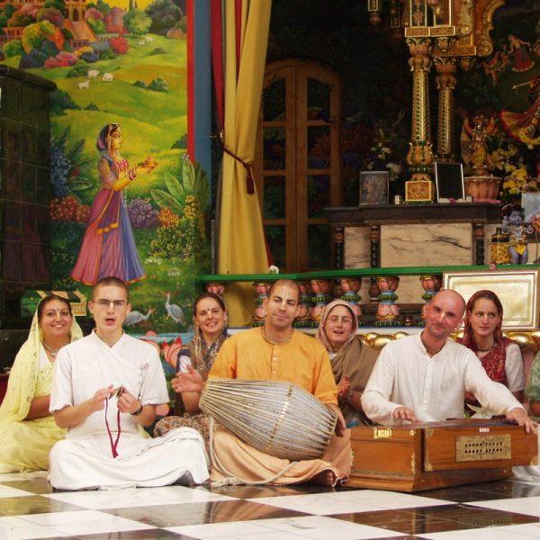 Krisna-völgyi bhajanok - Tulasi arati (mp3) - letölthető
